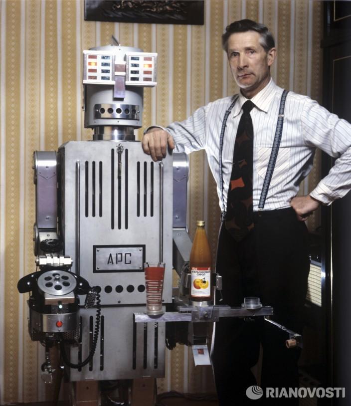Борис Гришин создатель автоматического радиоэлектронного секретаря.  Фото: Г. Макарычев/РИА Новости